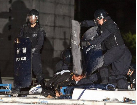 violence-police1