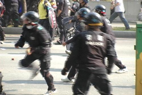 violence-police3