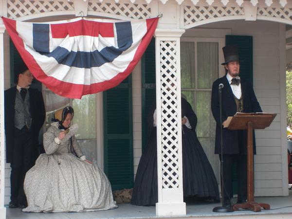 Fake Lincoln giving Gettysburg Address 게티스버그 연설을 하는 가짜 링컨